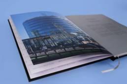 Дизайн брошюры мб-плаза (раскрытый разворот с ударным видом здания)