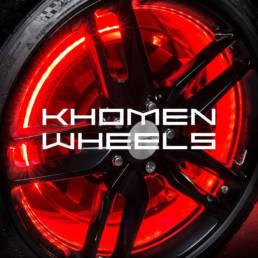 логотип khomen wheels на обложке с автомобильным колесом